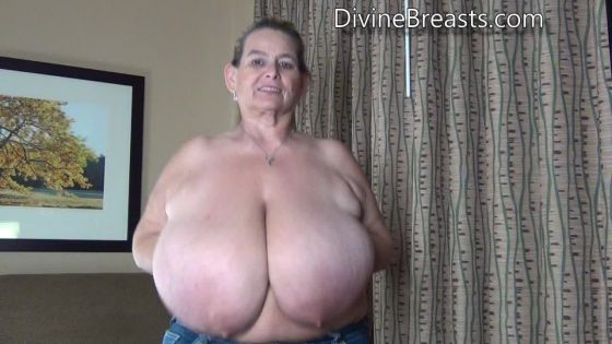 Sarah Jiggly Bouncing Breasts