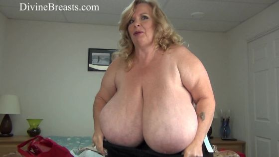 Suzie  44K Tries on Big Bras
