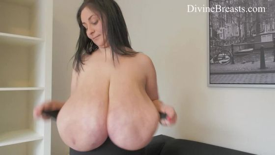 Alice 85JJ Topless Tit Sucks