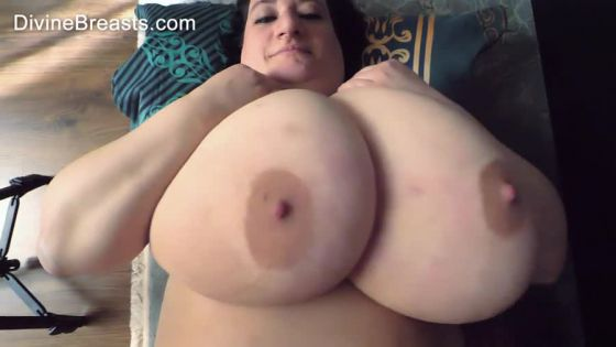 Sunniva Lind BBW Boobs On Back Jiggle Show