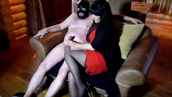 MISTRESS & THE GIMP: CFNM OILY HANDJOB