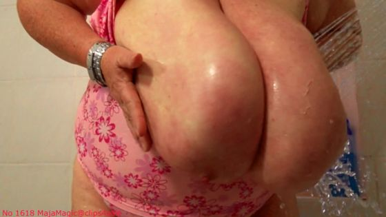 Maja meets Gretl Part 1 - Gretl's Big Breasts Bouncing in Super Slowmo