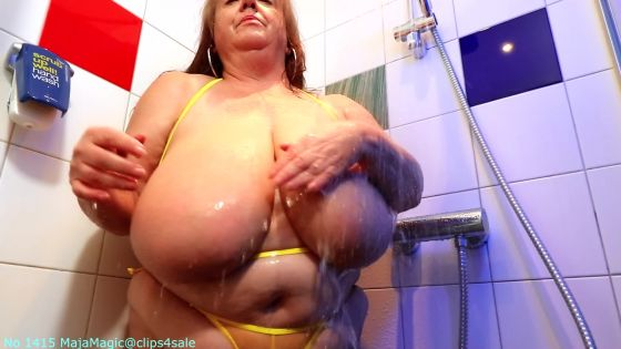 Maja meets Sarita Part 8 A Hot Shower with Sarita