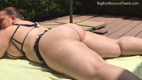 Phat Jiggling Booty Meat Bounce