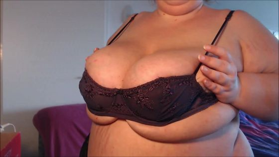trying on tiny bras camshow