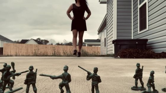 Giantess Defeats Army