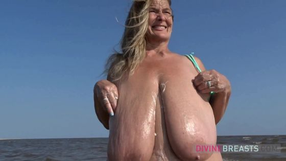 Sarah Beach BBW with Sun Tan Lotion on Tits