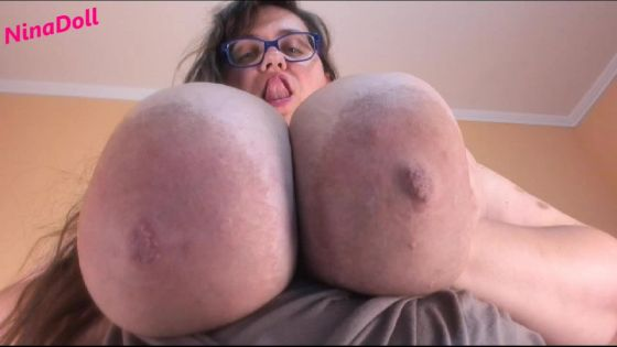 hold HUGE tits push and raise POV BBW