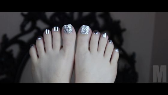 M - Silver Nails