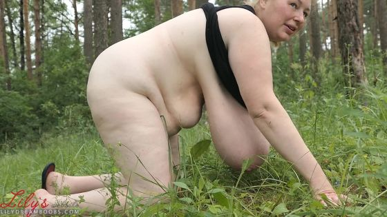 Swinging heavy tits in the woods