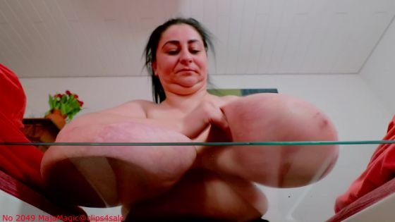 Alice 85JJ squeezes her Big Breasts against a Glass Plate Pt 1 Alternate Version