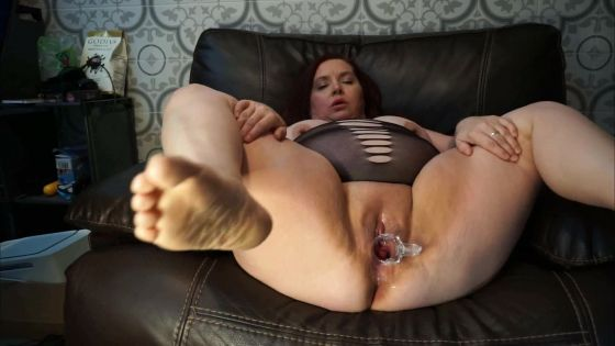 Sexy BBW Stretching Her Pussy