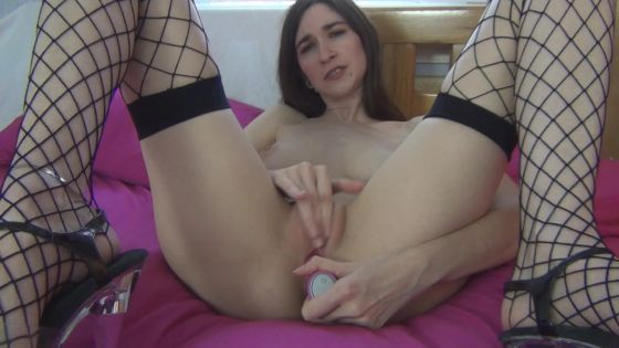 Long legged Anna masturbates