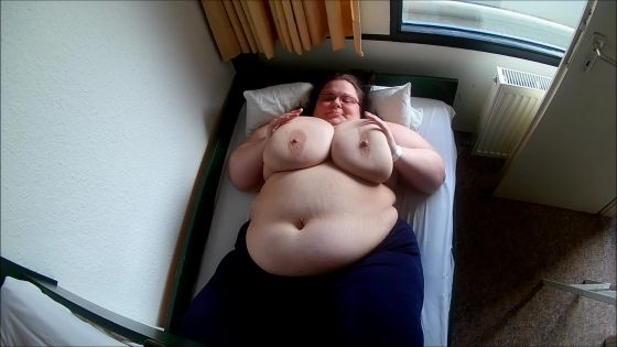 bbw boob and belly jiggeling